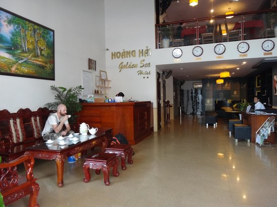 Hoang Hai (Golden Sea) Hotel: Холл и ресепшн