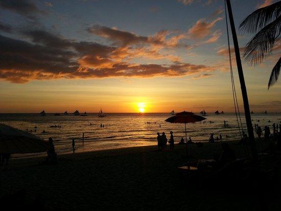 Greenyard Inn: sunset in boracay