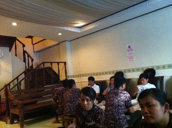 ShinKei Spa: nice cozy inexpensive place for a quick massage after a long day walk! :)