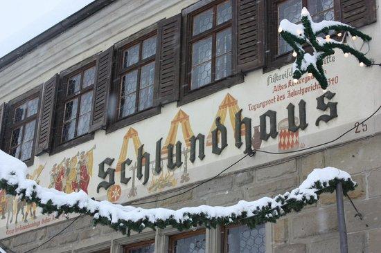 Hotel Schlundhaus: Fassade im Winter
