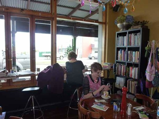 Jades Cafe : Time to check in on facebook