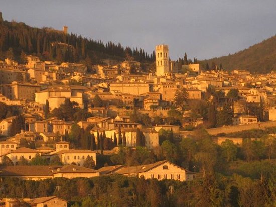 County House Il Roseto: Assisi with evening sun