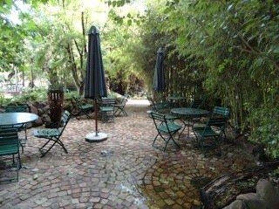Hakunamatata Lodge: Garden Terrace