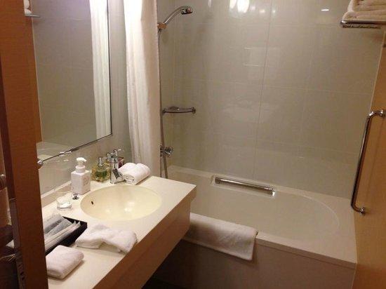 Hotel Niwa Tokyo: Shower Area