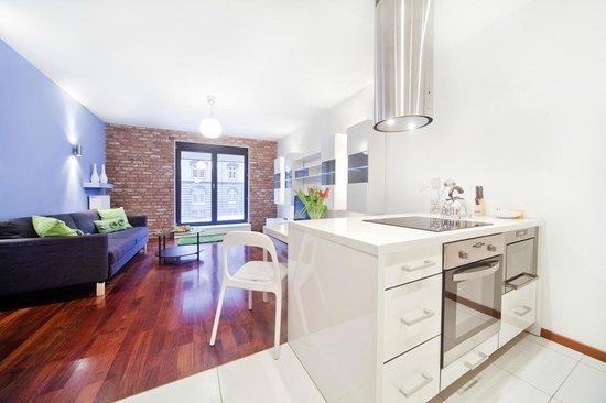 Apartamenty TWW Centrum: Living room with kitchenette