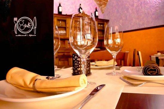 8 Arte Tapería-Restaurante: Mesa comedor