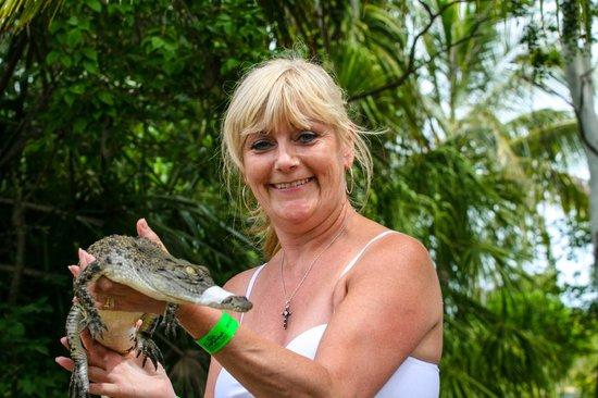 Koorana Crocodile Farm: Croc holding session