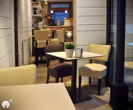 Les Vins De Maurice: bar inside/ outside