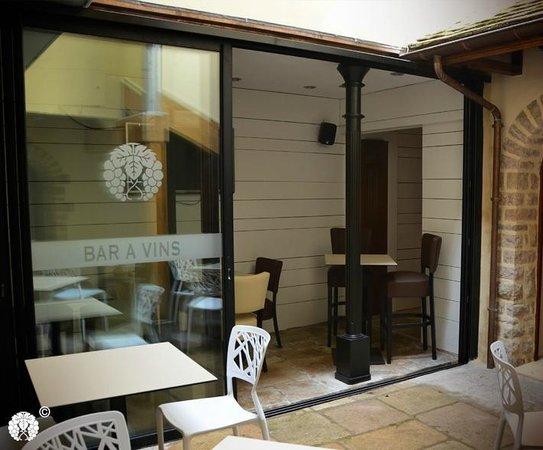 Les Vins De Maurice: bar/ terrace