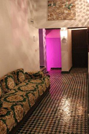 Dar Lalla Kenza: sala de estar antes de la habitación