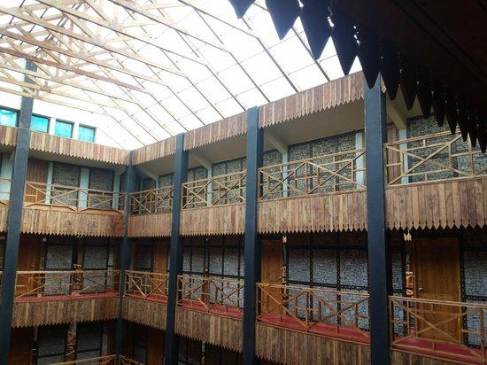 Honeymoon Inn Manali: Inside Hotel view