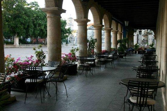 Hotel Santa Isabel: Front of hotel