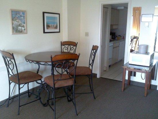 Ocean Dunes Resort & Villas : Dining area unit 6062 Tower II