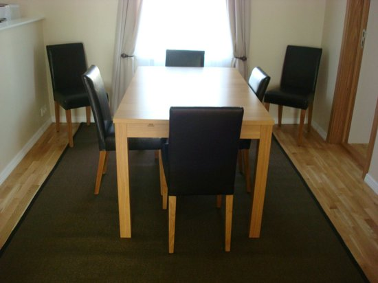 Lighthouse Apartments : Dining area