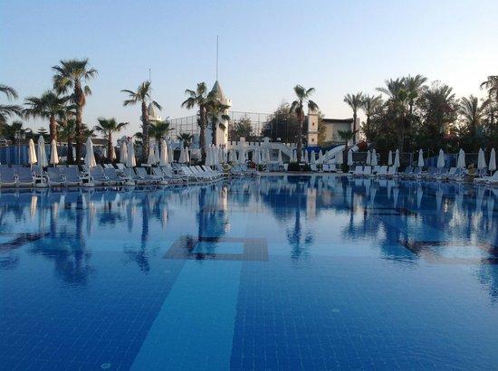 Delphin Imperial Hotel Lara: Une des piscines