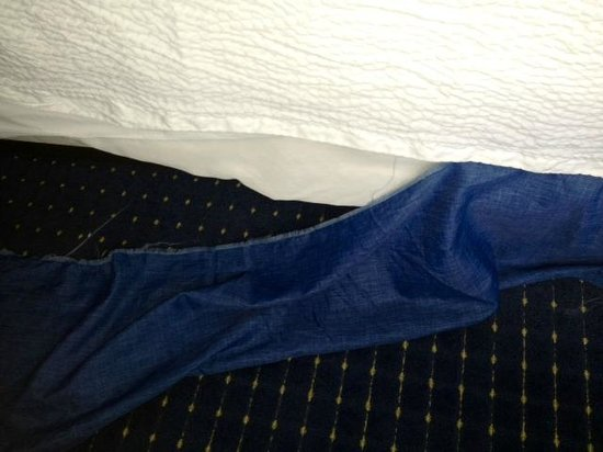 Residence Inn Chesapeake Greenbrier: Really? housekeeping should have just taken this off!