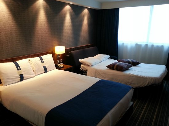 Holiday Inn Express London Heathrow T5 Bedroom With Sofa Bed