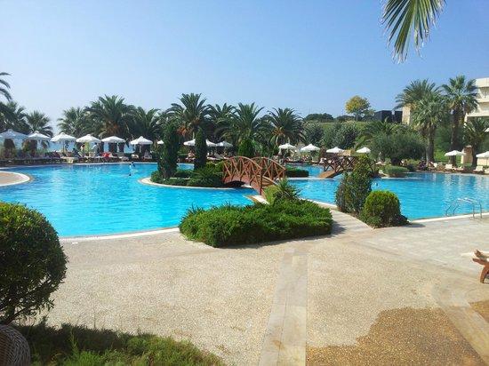 Sani Club: Pool at the main hotel