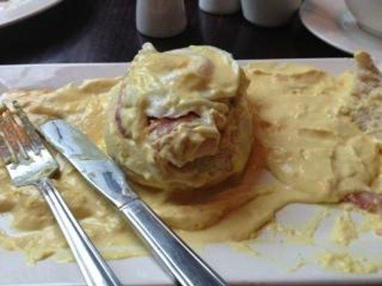 ToasT Cafe Bar & Grill Restaurant Blackpool: How much sauce?!