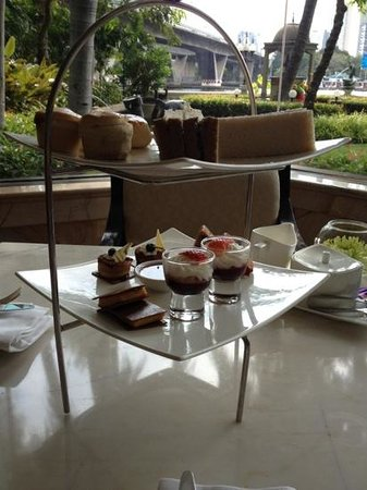 Shangri-La Hotel,Bangkok: afternoon tea at Riverside Lounge