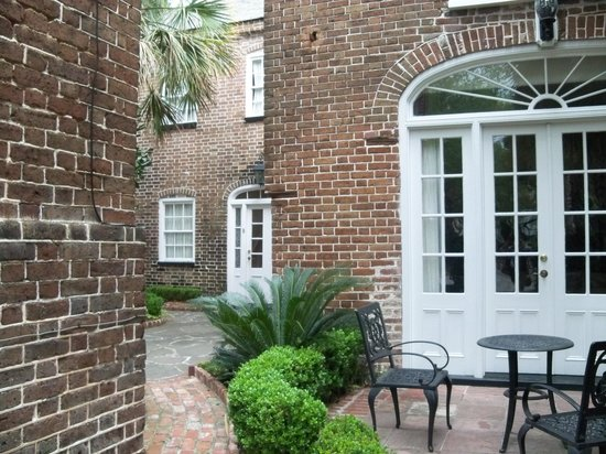 Joseph Aiken Mansion Carriage House: Courtyard