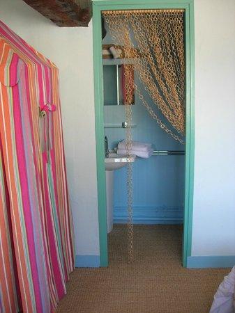 """Manoir Du Chene : salle de douche """"la plage"""""""