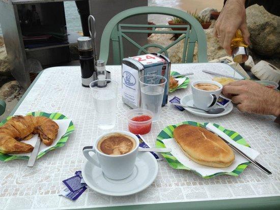 Pizzeria Blanca Paloma: Desayuno con vista al mar