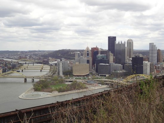 Wyndham Grand Pittsburgh Downtown: View from Mt. Washington (Wyndham Grand front building)