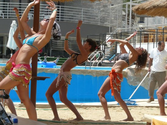 Hurghada SeaGull Beach Resort : танцы живота на пляже