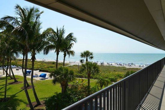 Sanibel Siesta on the Beach: View out the front door
