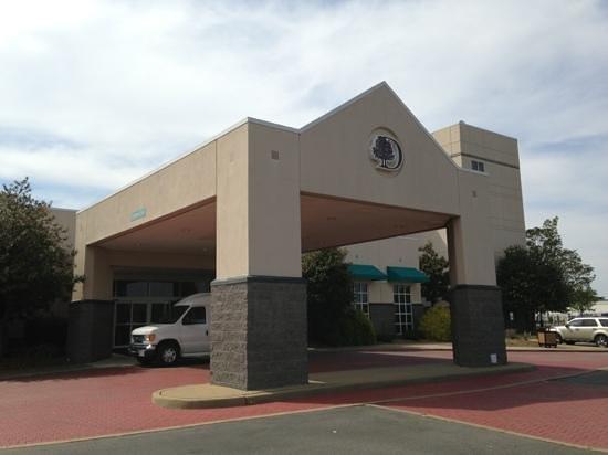 Richmond Airport Hotel : Entrance