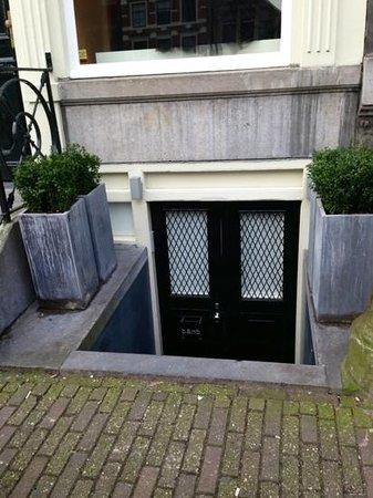 b&nb Herengracht: вход в апартаменты