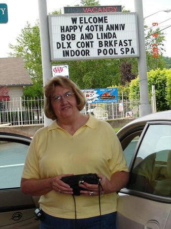 BEST WESTERN Music Capital Inn: marquee  sign with Linda