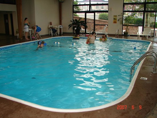 Best Western Music Capital Inn: salt water pool