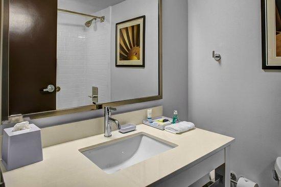 Four Points Huntsville Airport : Guest Room - Bathroom
