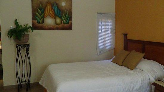 Hotel Quinta Del Sol: Cama super cómoda, y excelente decoración