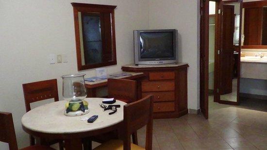 Hotel Quinta Del Sol: TV no era plana, pero con cable , no necesitas más