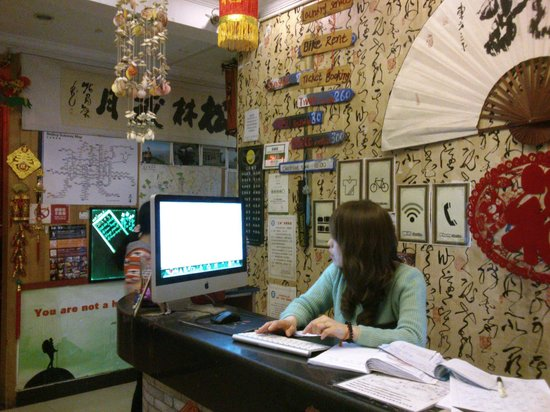Happy Dragon Hostel: Hotel Reception