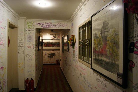Happy Dragon Hostel : Hotel Corridors