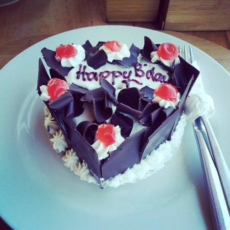 Biyukukung Suites and Spa: Birthday cake