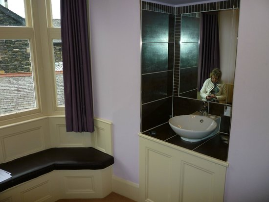 Ellerthwaite Lodge: Washbasin in the bedroom