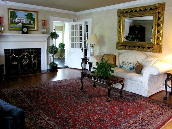 The Peacock Inn: Entrance/Living Room