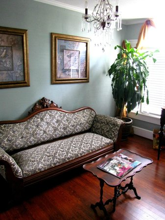 The Peacock Inn: In-room sitting area