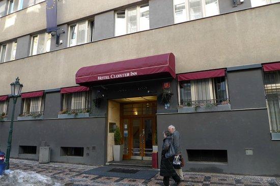 Cloister Inn Hotel: Front door