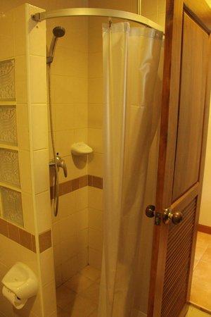 Krabi Heritage Hotel: shower