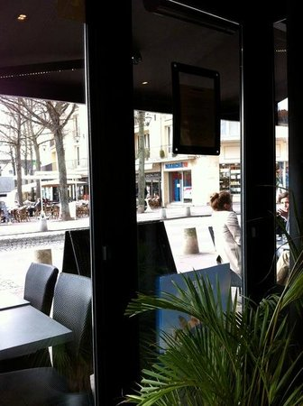 La Place: view from inside to the outdoor seating