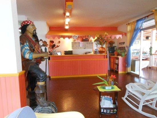 Hotel Kanaoa Les Saintes: l'entrée de la salle à manger