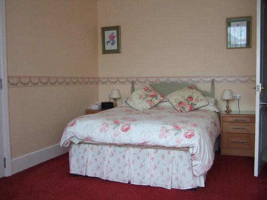 Merton House: Double bedded room