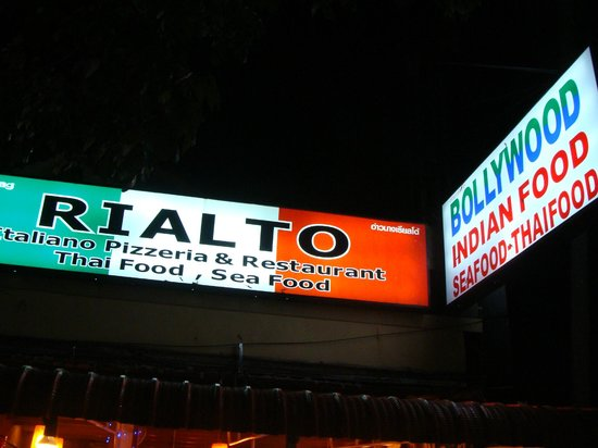 Ao Nang Rialto: Rialto Busy at night