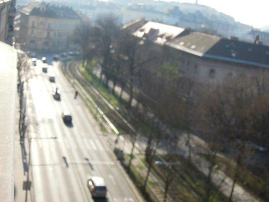 Belvedere Hotel: Utsikt från rummet, mkt trafik o framförallt ambulanser o polisbilar
